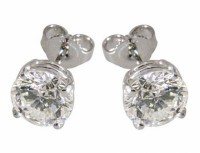 1 carat diamond earrings in 14 kt white gold