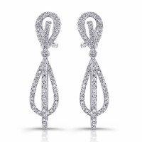 beautiful diamond dangel earrings in 18 karat white gold