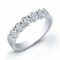14 kt white gold wedding band with 5 round diamonds 0.91 ct.