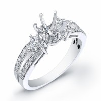 Diamond Engagement Ring in 18 KT Gold