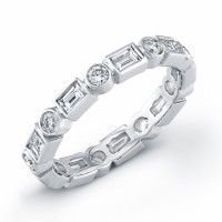 18 kt white gold Eternity band with 9 baguette diamonds and 9 round diamonds.