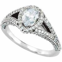 Engagement Diamond Ring in 14 kt white gold set on pave