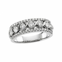 Diamond ring in 14 karat white gold with diamonds